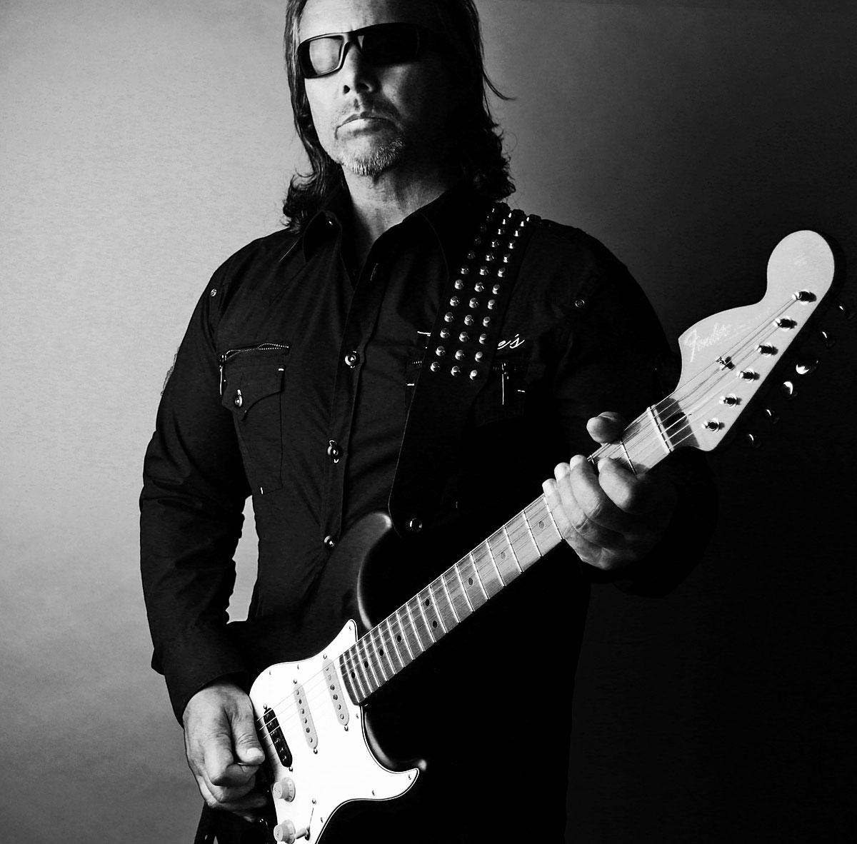 hank_shermann_guitarist_2016bw